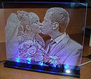 Лазерная резка по стеклу