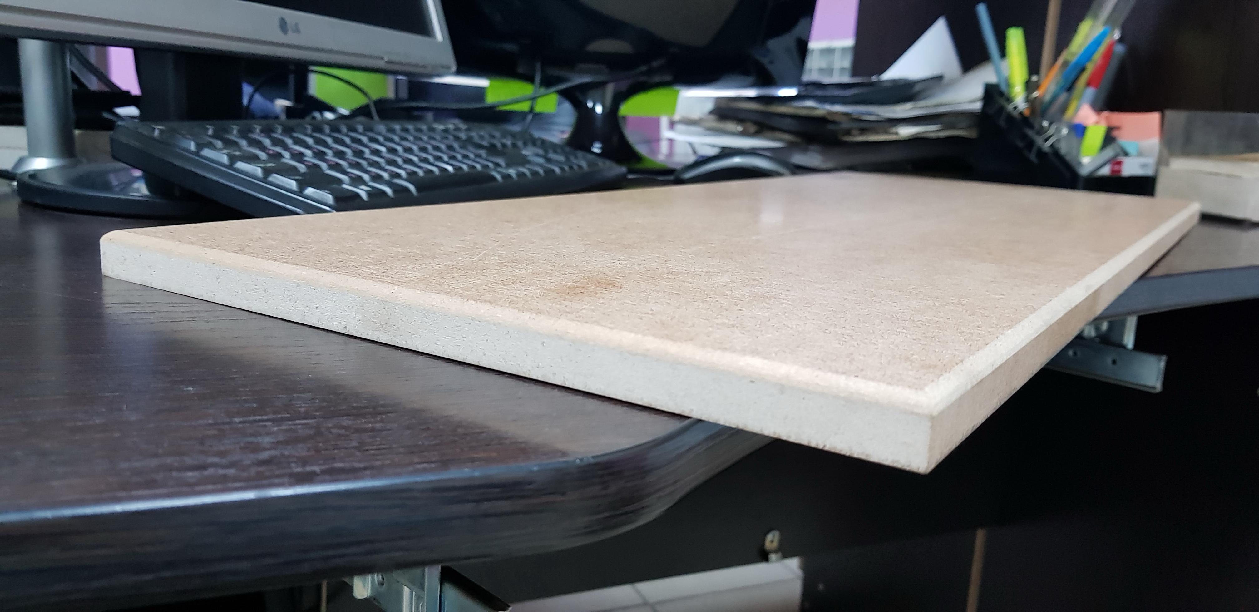Кромкошлифовальный станок - деталь до шлифовки