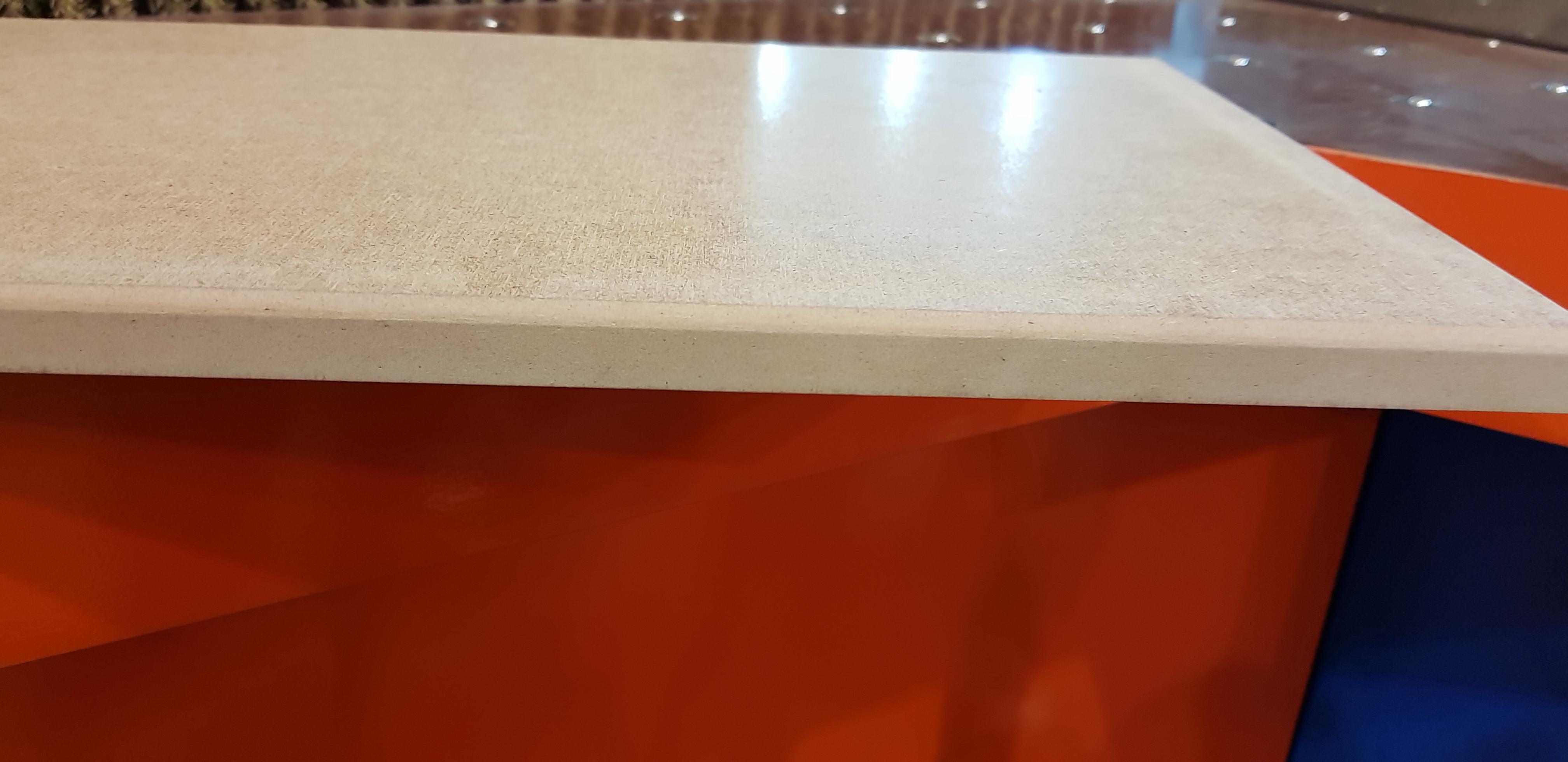 Кромкошлифовальный станок - деталь после шлифовки